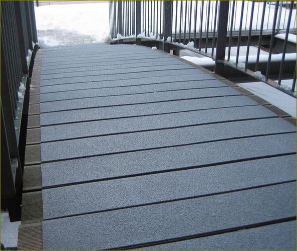แผ่นปิดผิวเทปกันลื่นกั้นเขตตีเส้นสะท้อนแสงปิดจมูกคิ้วครอบบันได anti slippery tape frp Stair Tread Nosing