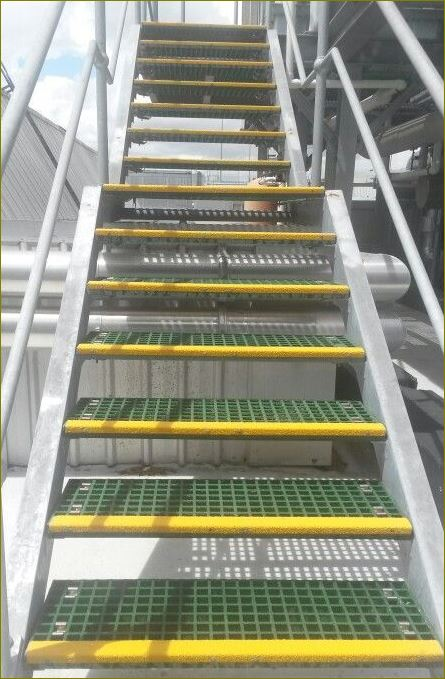 anti slippery outdoor safefy walkway tape cover แผ่นกันลื่นปิดผิวปูพื้นเทปตีเส้นเรืองแสงกั้นเขตจมูกขอบมุมคิ้วแผงครอบบันได
