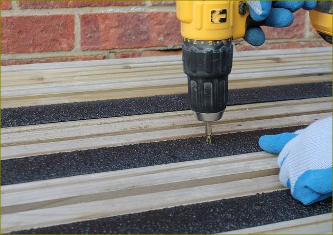 non skid safety surface outdoor walkway tape แผ่นกันลื่นบันไดแผ่นกันลื่นทางเดินทางลาดปิดผิวปูพื้น   เทปกันลื่นภายนอก   GrpAntiSlipSheets