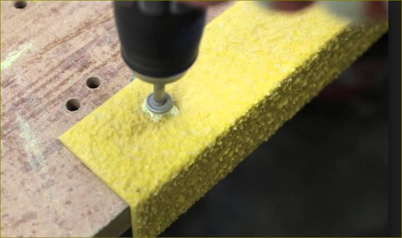 Slip Resistance stair tread nosing fixing แผ่นปิดผิวเทปกันลื่นกั้นเขตตีเส้นสะท้อนแสงปิดจมูกขอบมุมคิ้วแผงครอบบันได