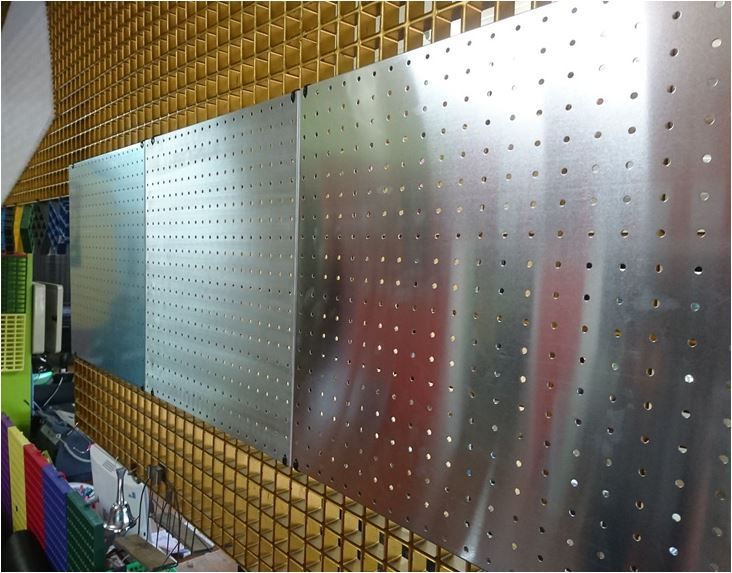Aluminum Pegboard wall control Hooks Price แผ่นอลูมิเนียมเจาะรูแขวนเครื่องมือฮุกตะขอลวดขาแขวนเป๊กบอร์ด