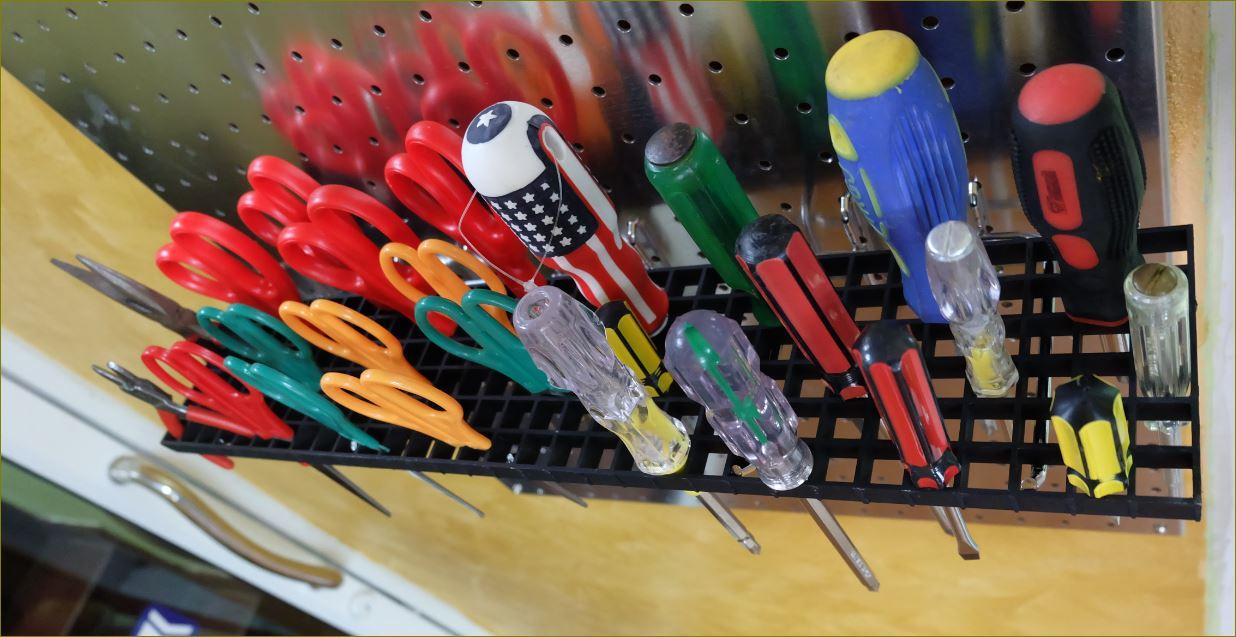 Peg board Hooks แผ่นกระดานเพ็กบอร์ด แขวนเก็บอุปกรณ์เครื่องมือช่าง