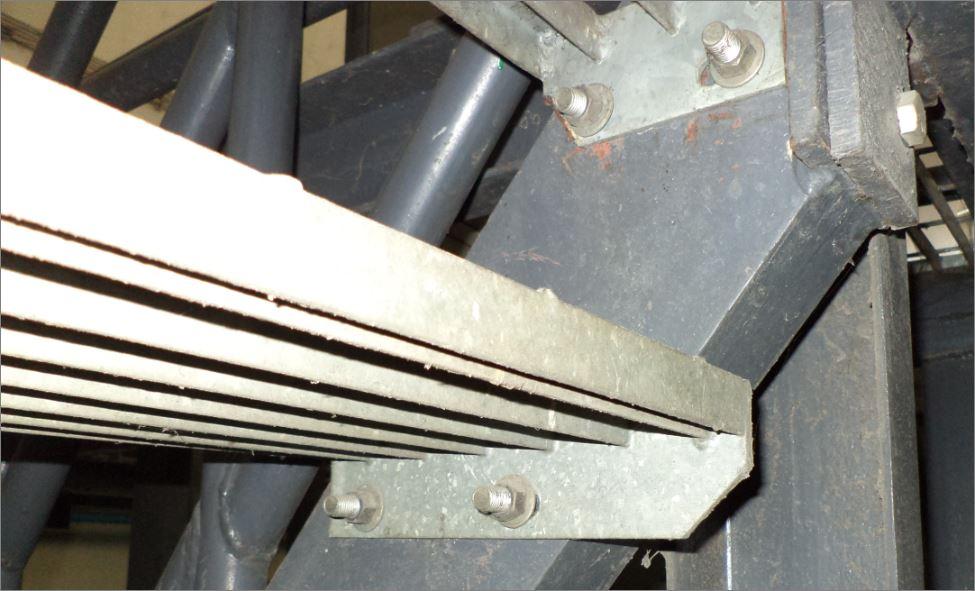 Slip Resistance Safety Walkway Tape stair tread nosing cover แผ่นปิดผิวเทปกันลื่นกั้นเขตตีเส้นสะท้อนแสงปิดจมูกขอบมุมคิ้วแผงครอบบันได