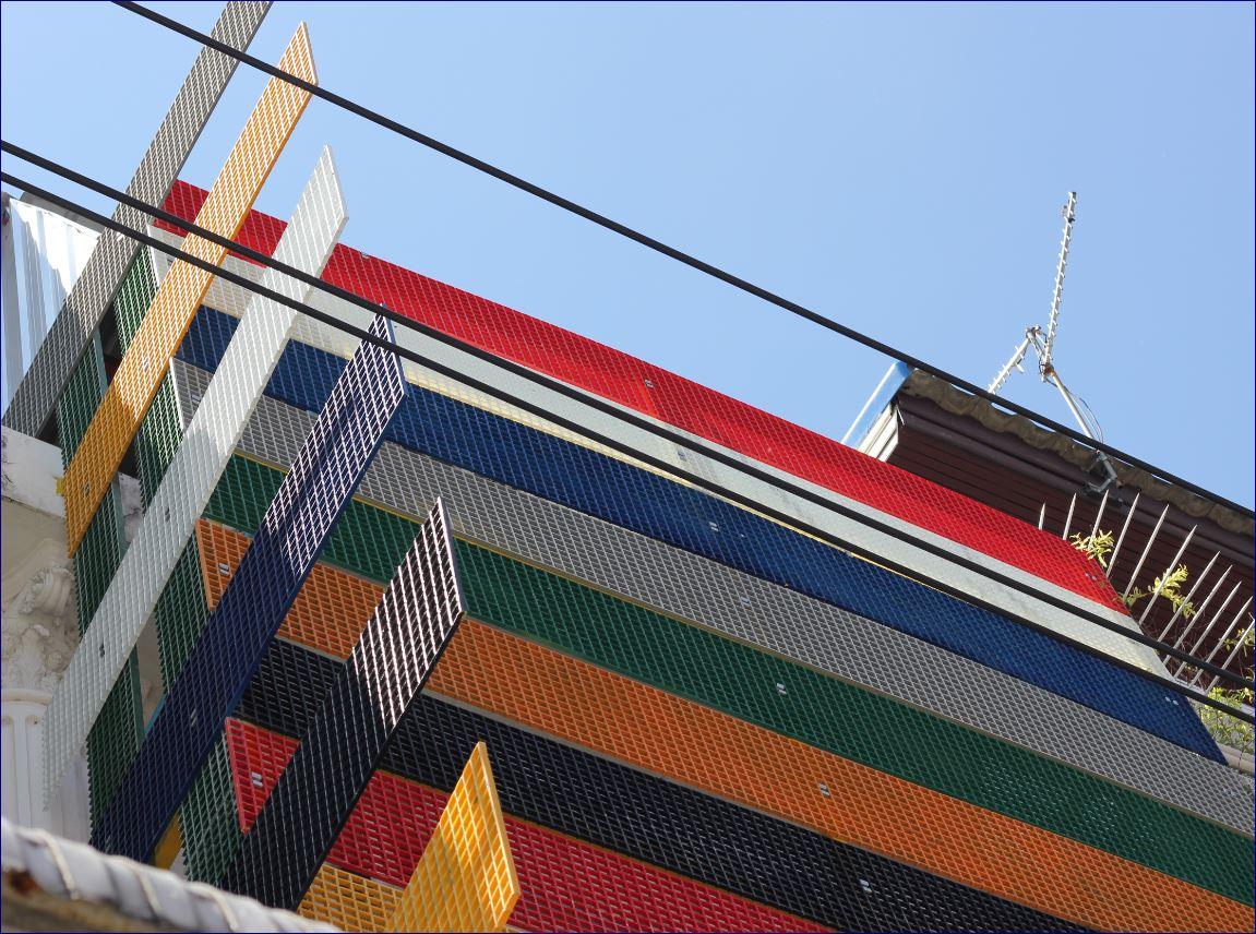หน้ากากตึก ปิดผิวห่อหุ้มอาคาร แผ่นไฟเบอร์กล๊าสเซาะร่องตกแต่งอาคาร fibreglass FACADE CLADDING