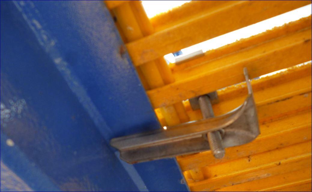 ตัวคลิปล็อคยึดจับแผ่นตะแกรงเหล็ก fixingsaddlecliplockgrating