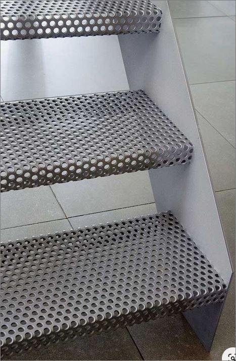 External Folded Perforated Ladder Stair Laser Cutting Metal แผ่นเหล็กพับฉลุลายเลเซอร์ตกแต่ง สำหรับ ขั้นบันไดเหล็กพับ แผ่นกันตกทางเดินราวบันได