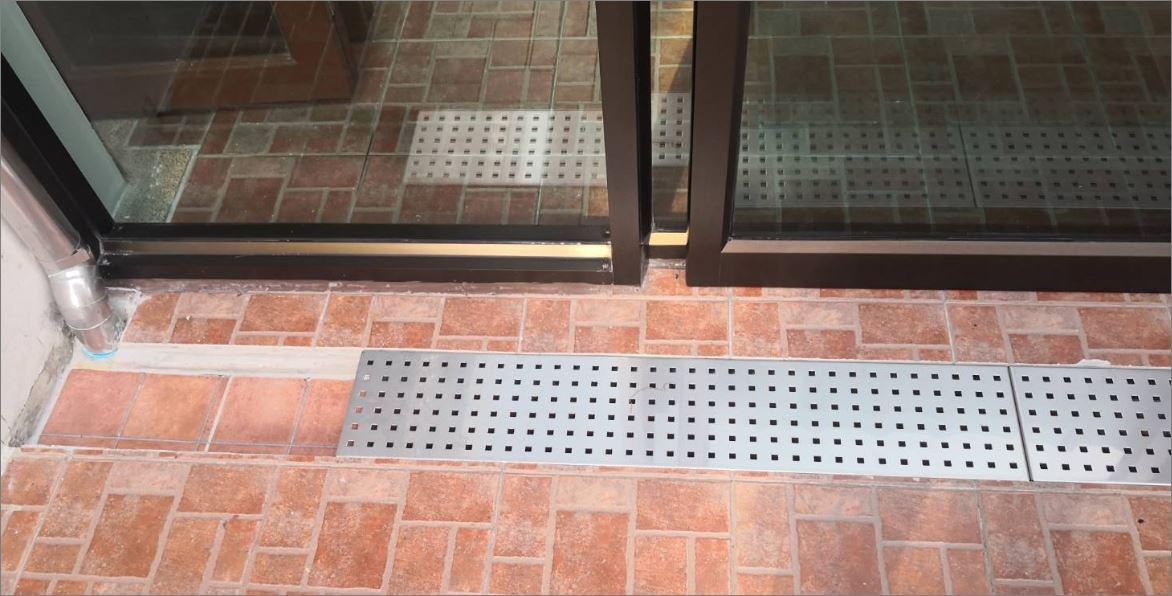 ฝาตะแกรงแสตนเลสอลูมิเนียมเกรตติ้งเหล็กแผ่นเจาะรู   Perforated Heel Guard Drainage Stainless Shower Grating