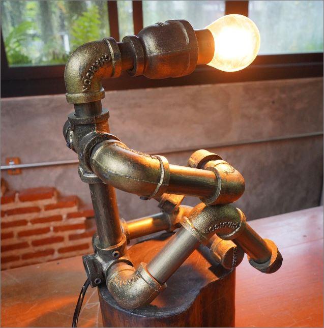 โคมไฟหุ่นยนต์ท่อเหล็กตั้งโต๊ะวางโชว์ติดผนัง ของขวัญตกแต่งบ้านร้านกาแฟ   CreativeHomeGiftSet TableLightingPipeLampRobot