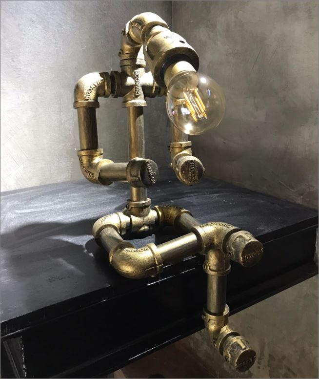 โคมไฟหุ่นยนต์ท่อเหล็กตั้งโต๊ะวางโชว์ติดผนัง ของขวัญวาเลนไทน์แปลกใหม่แนวเก๋หรู   CuteIdeaGiftSet IronPipeLightingLampRobot