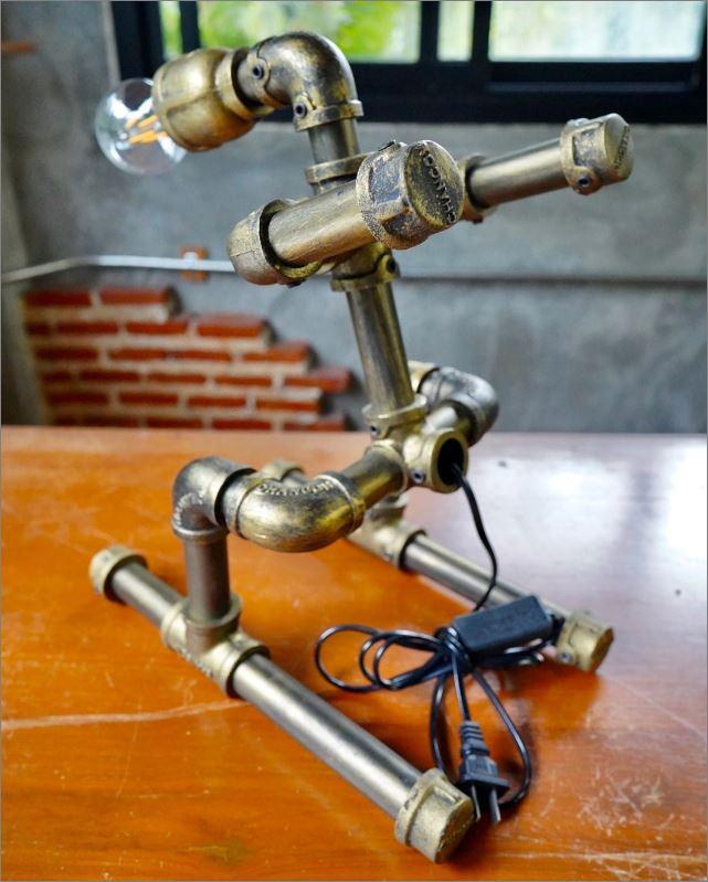 ของขวัญปีใหม่ตกแต่งบ้านร้านกาแฟคอนโดวันเกิด โคมไฟหุ่นยนต์ท่อเหล็กตั้งโต๊ะวางโชว์ติดผนัง   IndustrialSteampunkDeskTablePipeLampRobot