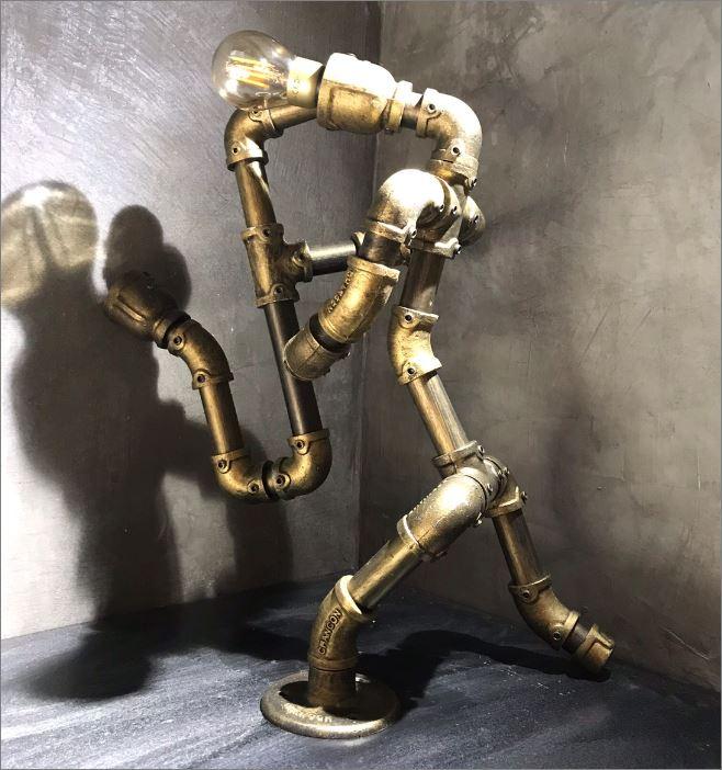 โคมไฟหุ่นยนต์ท่อเหล็กตั้งโต๊ะวางโชว์ติดผนัง ของขวัญตกแต่งบ้านร้านกาแฟ     SaxaphoneMan GiftSet IronPipeLightingLampRobot