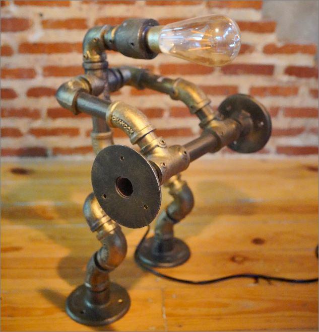 ฟิตเนสนักยกน้ำหนักหุ่นยนต์โคมไฟท่อเหล็กตั้งโต๊ะวางโชว์ติดผนัง    WeightLifterFitness IronPipeLightingLampRobot