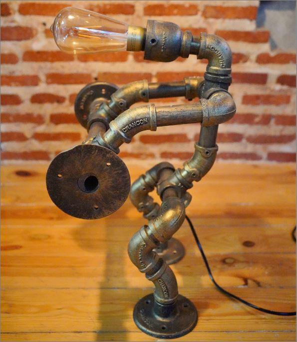 โคมไฟหุ่นยนต์ท่อเหล็กตั้งโต๊ะวางโชว์ติดผนัง ของขวัญปีใหม่ตกแต่งฟิตเนสยกน้ำหนัก WeightLifterFitness SteampunkDeskSconcePipeLampRobot