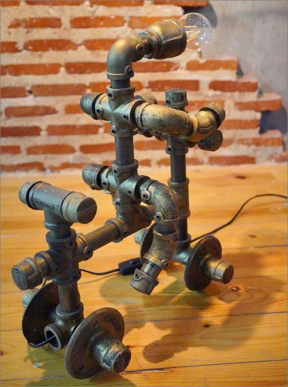 โคมไฟหุ่นยนต์ท่อเหล็กตั้งโต๊ะวางโชว์ติดผนัง ของขวัญตกแต่งบ้านร้านกาแฟ   HomeGiftSetSouvenir RiderBikerCyclist TablePipeLampRobot