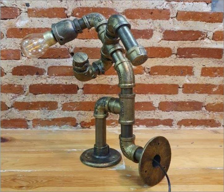 โคมไฟหุ่นยนต์ท่อเหล็กตั้งโต๊ะวางโชว์ติดเพดานฝ้าผนัง ของขวัญตกแต่งบ้านร้านกาแฟ   JockingMarathonRunner HomeGiftSet TablePipeLampRobot